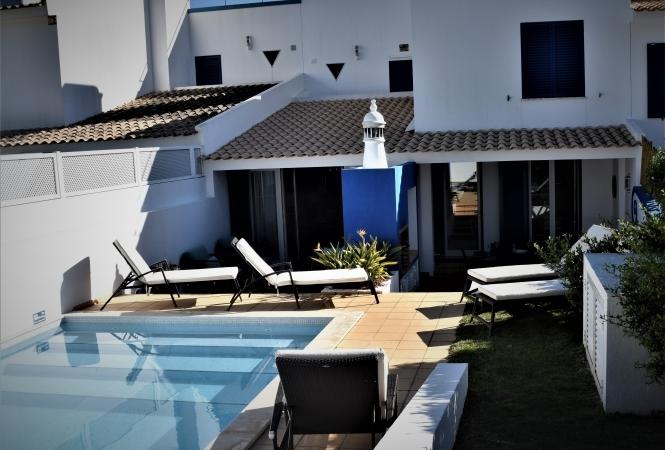 3 BEDROOM TOWNHOUSE  WITH POOL -VARANDAS DO LAGO